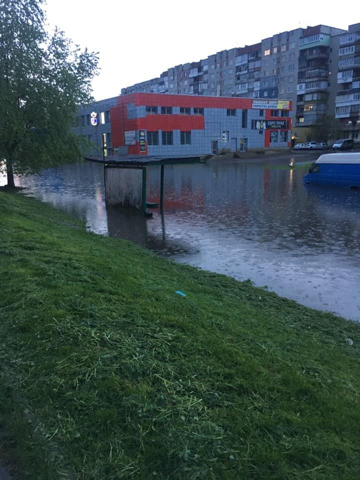 Злива перетворила вулиці Червонограда на озера, - ФОТОФАКТ, фото-3