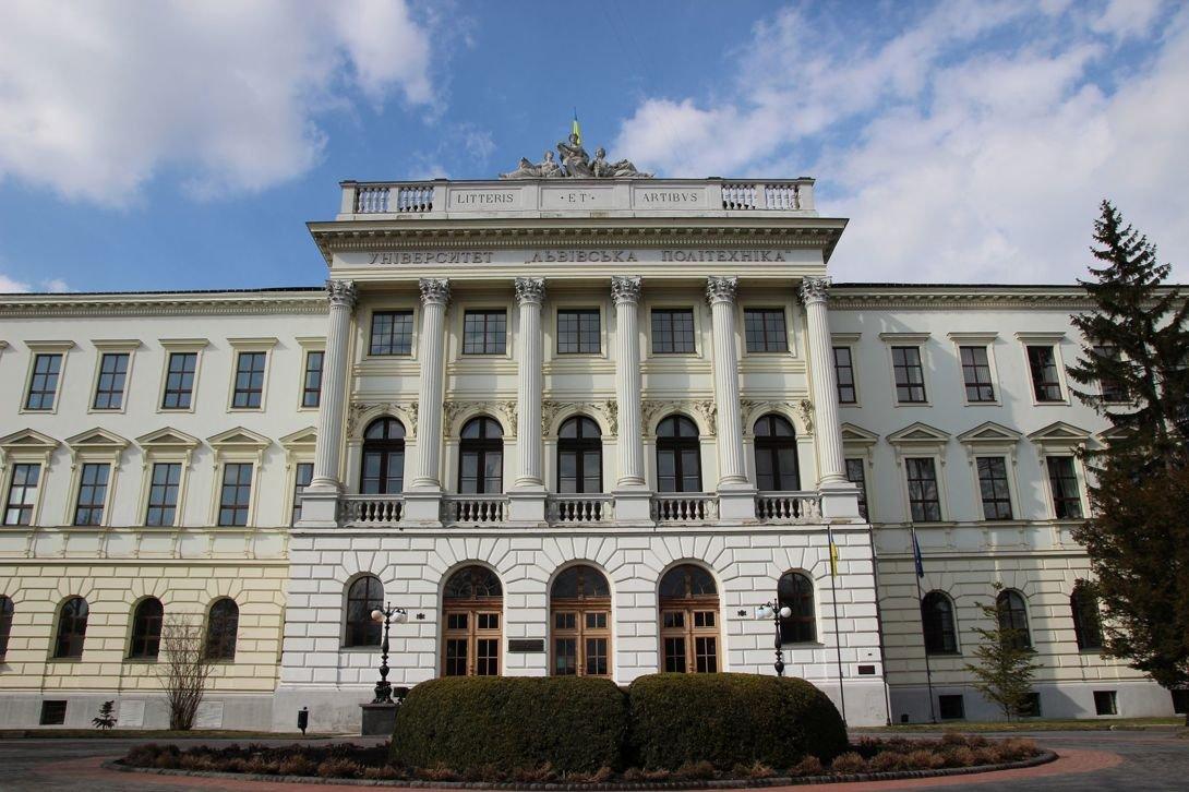 Головний корпус університету, Фото: lookmytrips.com