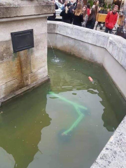 Електросамокат втопили у фонтані у Львові, Фото: Зручне місто, фейсбук