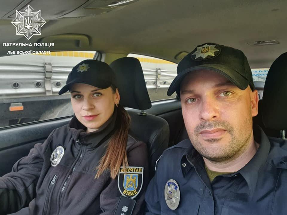 Патрульні Роман Кліщ та Роксолана Года, Фото: Патрульна поліція Львівської області