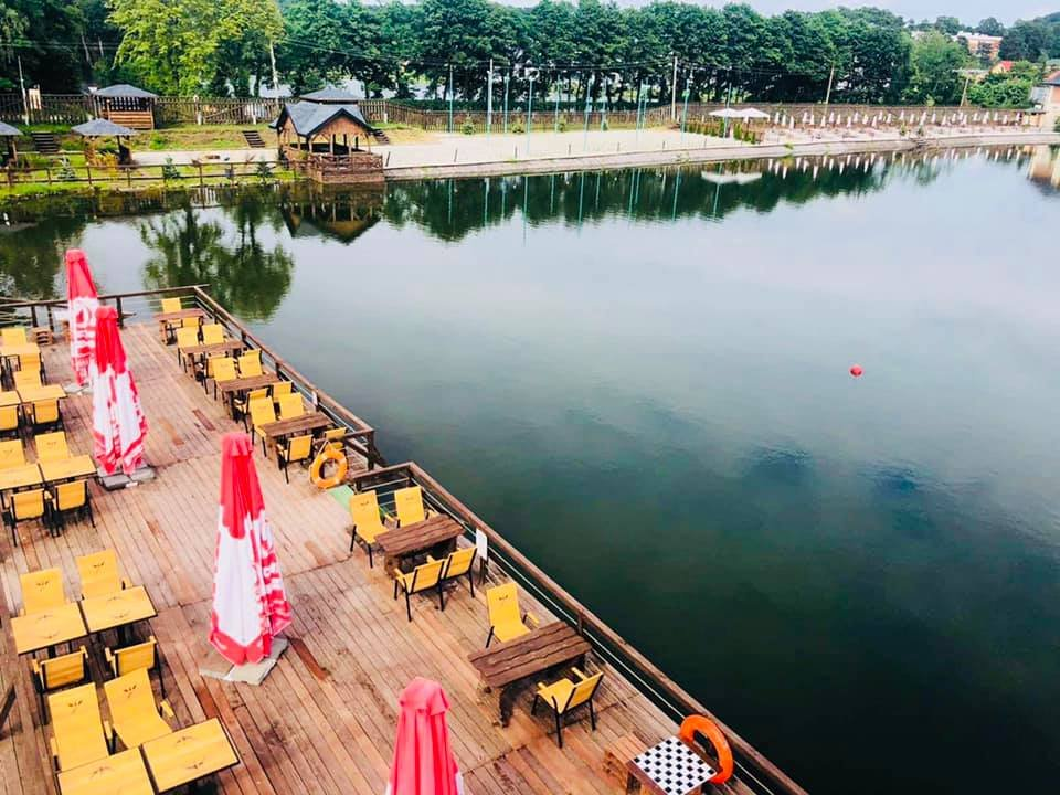 """Озеро у Брюховичах, Фото: відпочинковий комплекс """"Корса"""", фейсбук"""