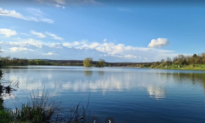 """Озеро """"Молодіжне"""", Фото: google.com/maps, Mikolaj Hom"""