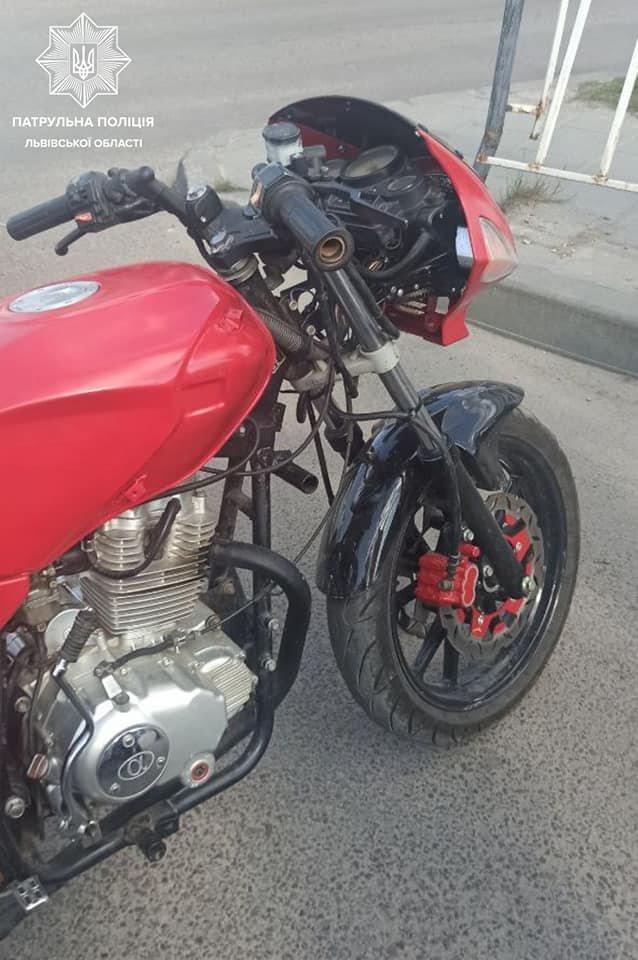 У Львові затримали мотоцикліста-хабарника, Фото - Патрульна поліція Львівщини