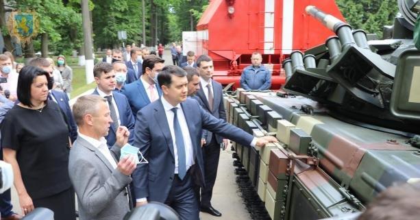 Разумков у Львові заліз на танк, - ФОТО, фото-2, Фото: ЛОДА