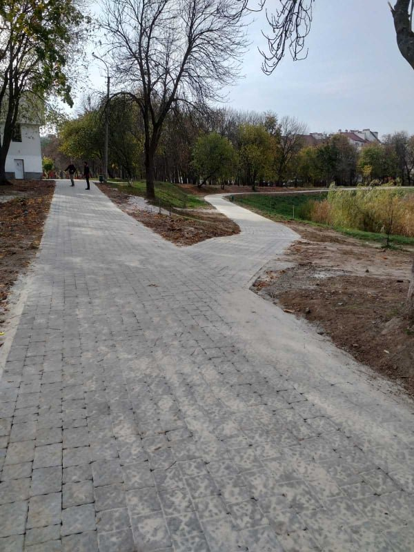 Доріжки у парку