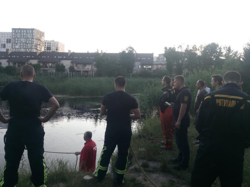 Рятувальники у водоймі Львова, Фото: Центральна рятувально-водолазна служба Львівської області, фейсбук
