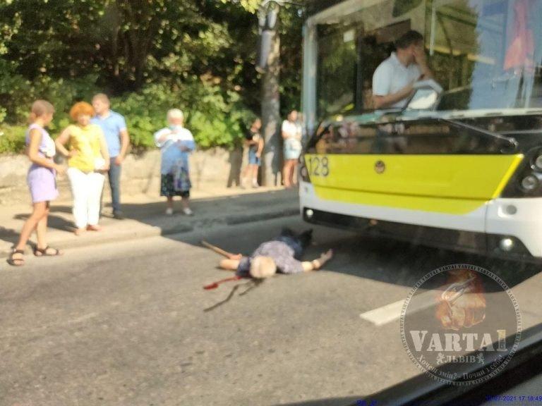 Наїзд тролейбуса на чоловіка, Фото: Варта-1