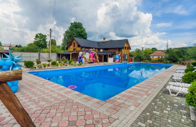 "Дерев'яний будиночок з басейном, Фото: ""Акватель"""