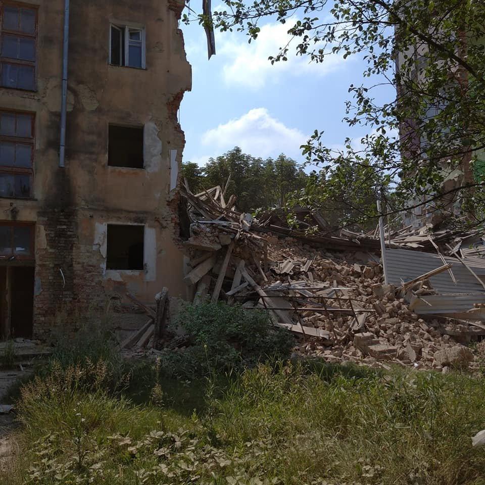 Будинок-вбивця у Дрогобичі: обвалився ще один під'їзд аварійної будівлі, - ФОТОФАКТ, фото-4