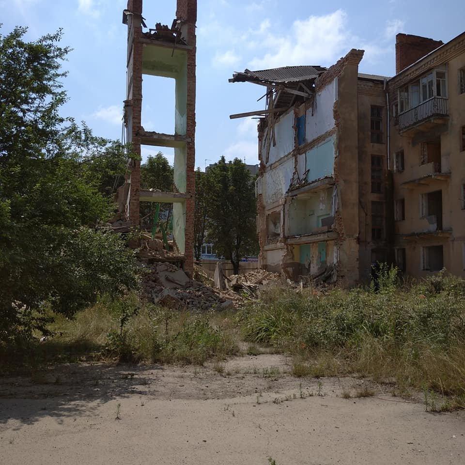 Будинок-вбивця у Дрогобичі: обвалився ще один під'їзд аварійної будівлі, - ФОТОФАКТ, фото-1