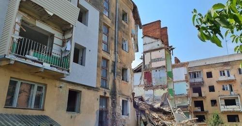 Будинок-вбивця у Дрогобичі: обвалився ще один під'їзд аварійної будівлі, - ФОТОФАКТ, фото-2