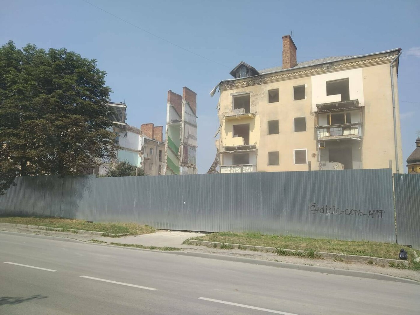 Будинок-вбивця у Дрогобичі: обвалився ще один під'їзд аварійної будівлі, - ФОТОФАКТ, фото-3