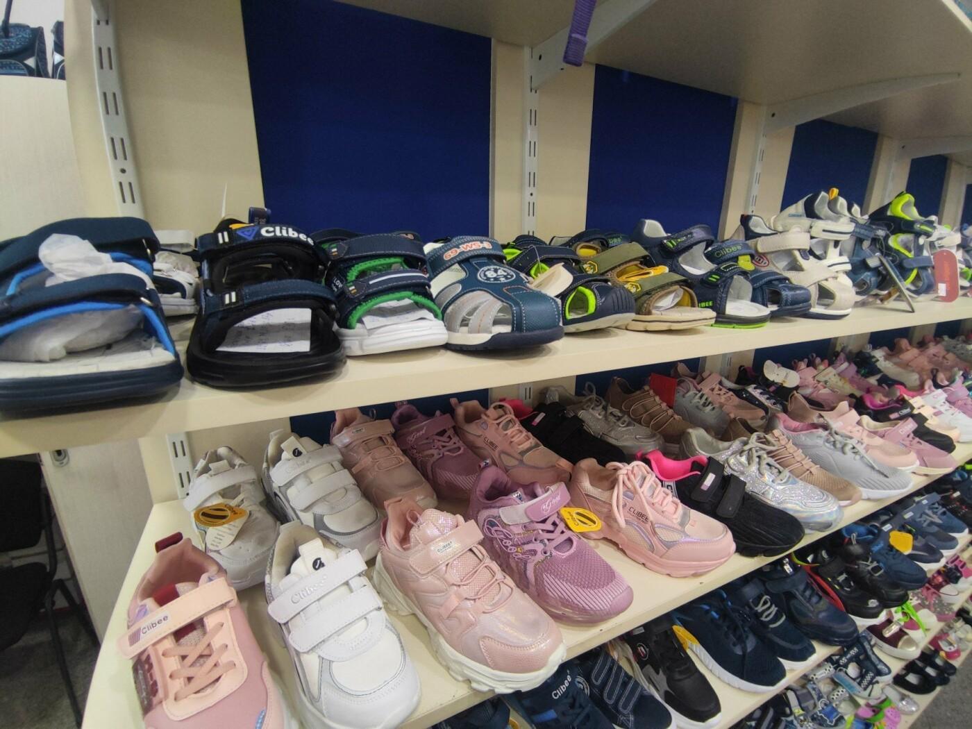 Продовжуємо підготовку до школи: де купити книги, канцелярію та одяг , фото-12