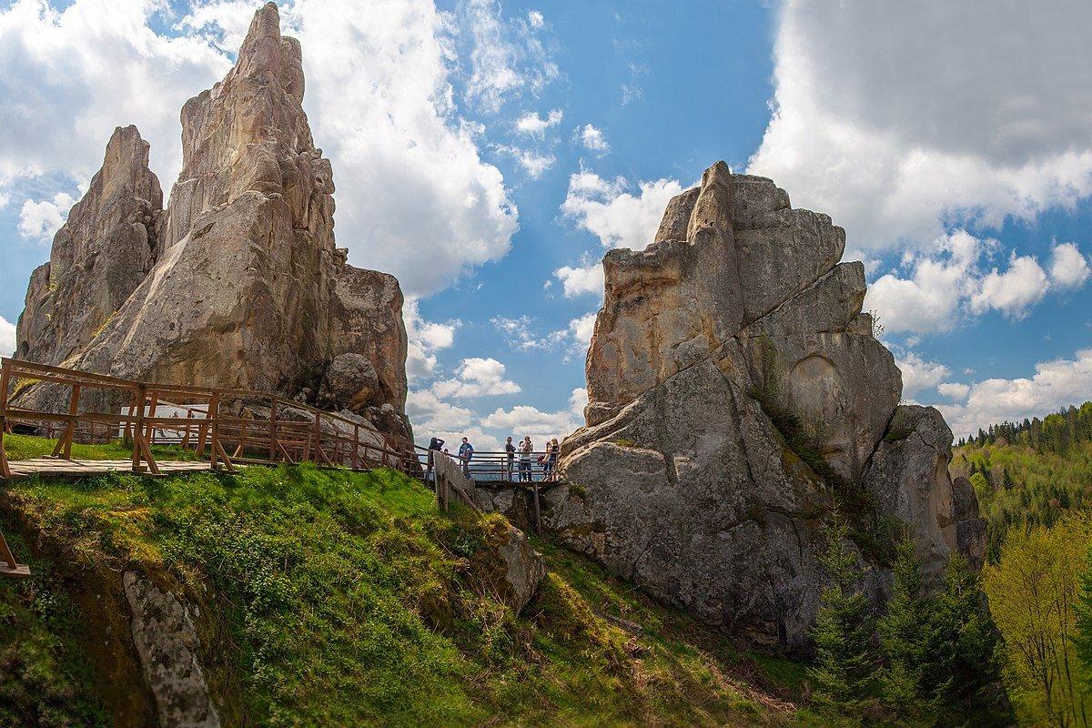 Фортеця Тустань поблизу села Урич, Фото - з відкритого доступу