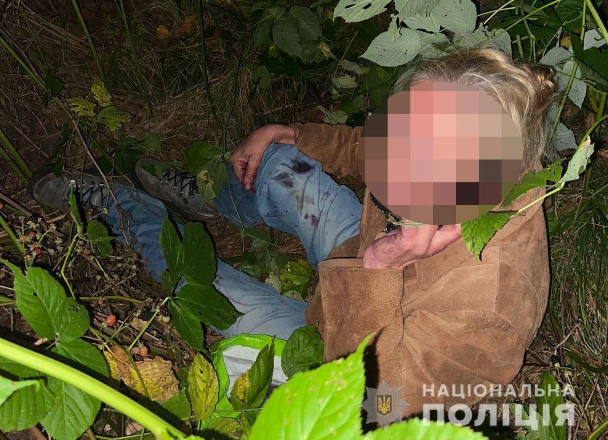 Збираючи ягоди у лісі, загубилася і зламала ногу, Фото: поліція