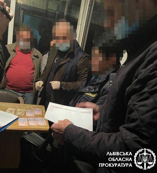 Митники попалися на хабарництві, Фото:прокуратура