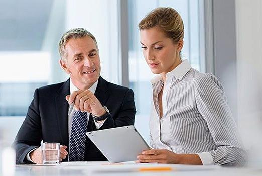 Особистий помічник керівника допомагає в роботі