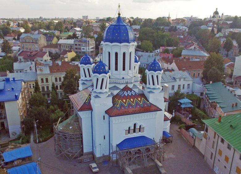 П'яна церква в Чернівцях