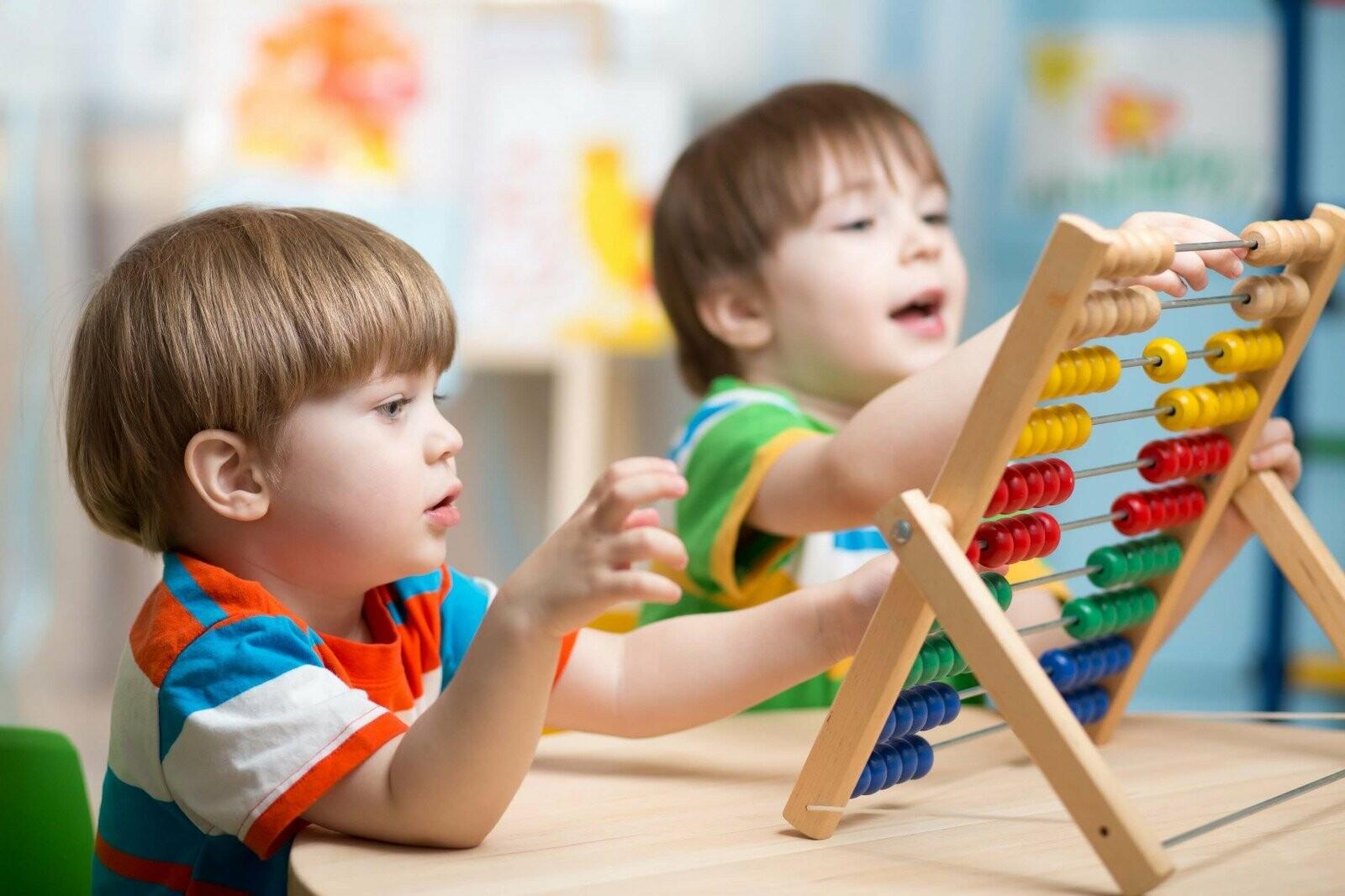 діти вчаться рахувати